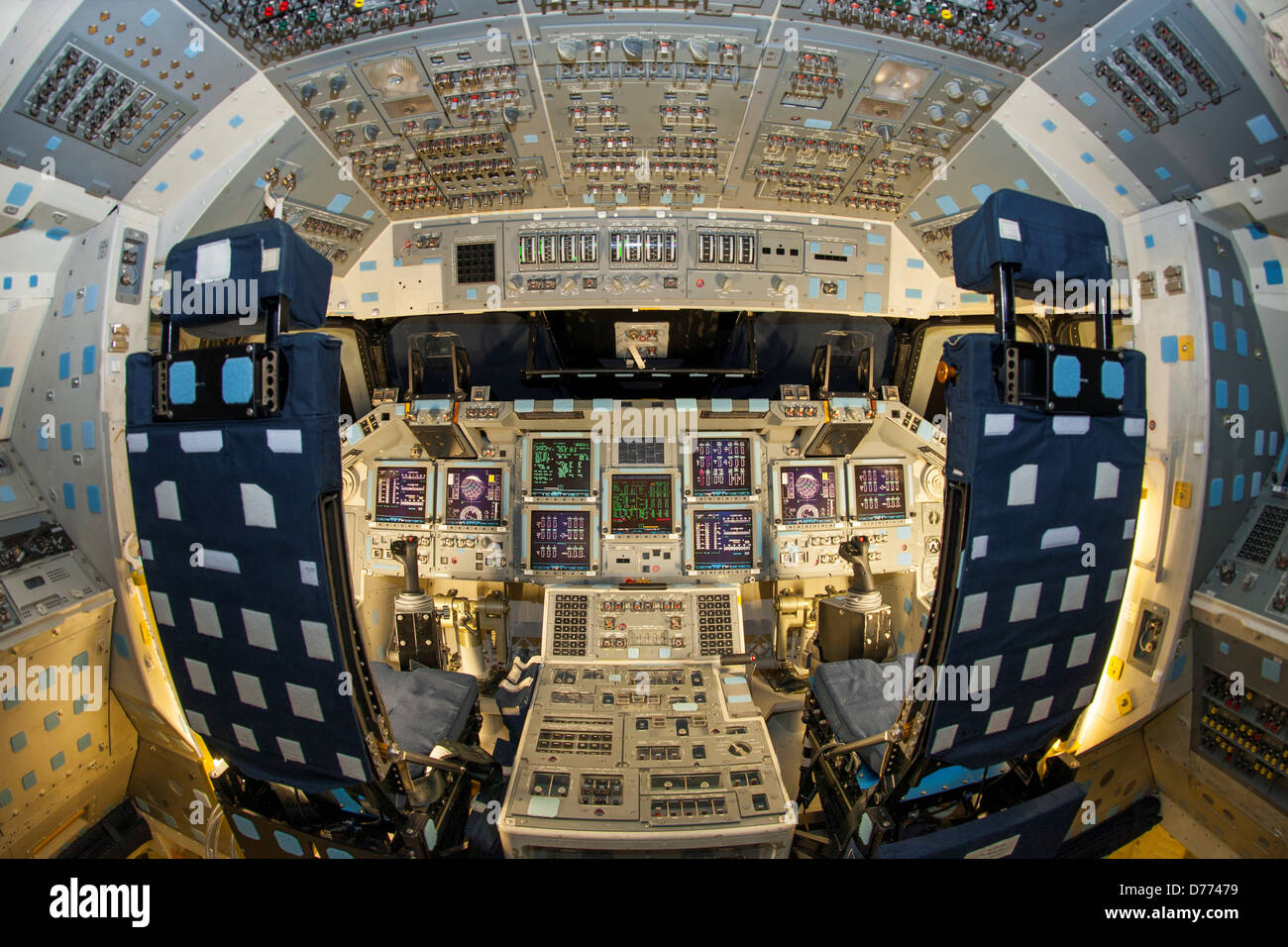 space shuttle discovery cockpit - photo #25