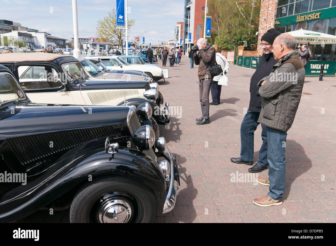 Enthusiasts admiring vintage cars Lincoln Classic Car Rally ...