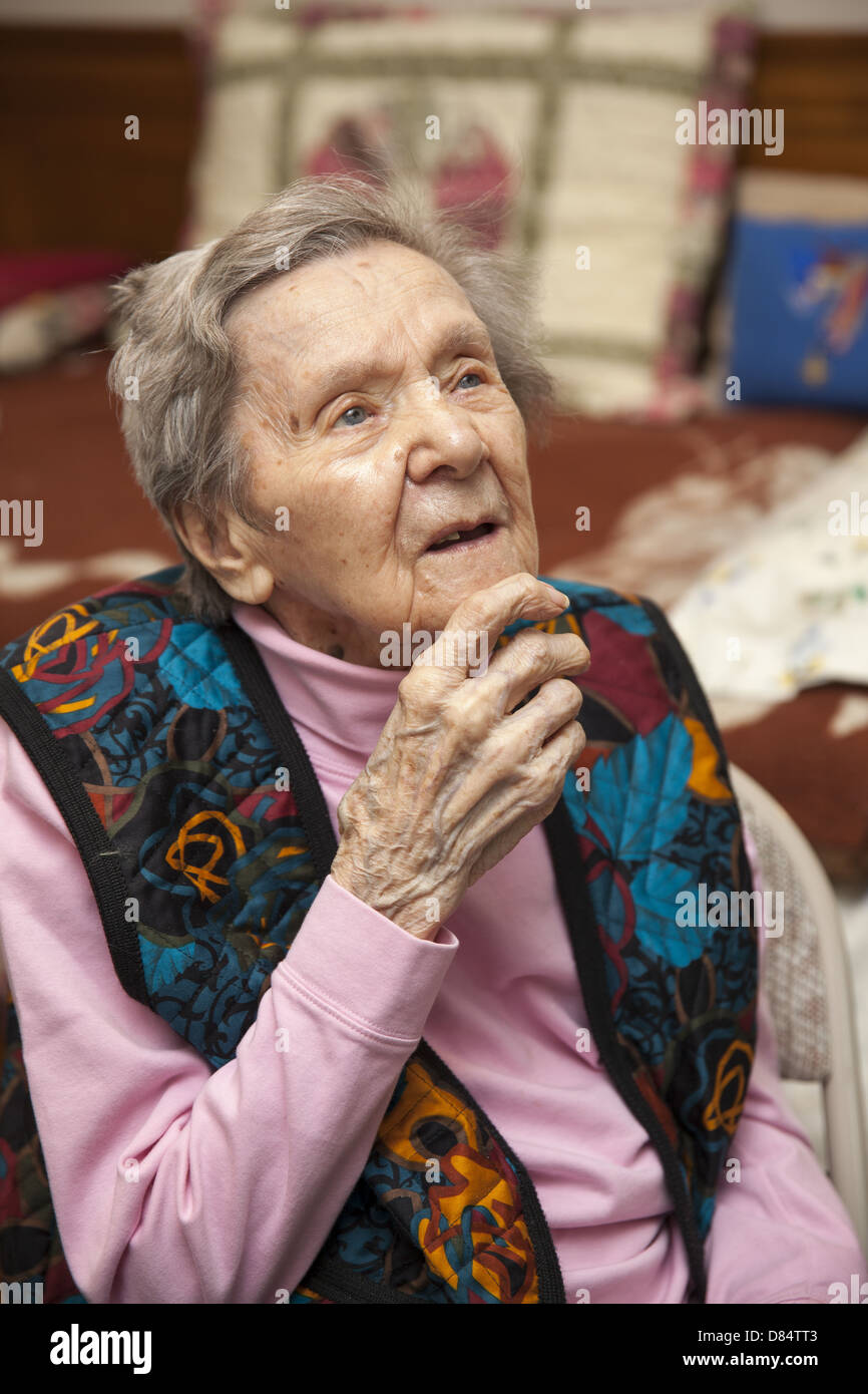 103 Year Old Woman Still Living Semi Independently In Her Apartment In  Manhattan, NYC