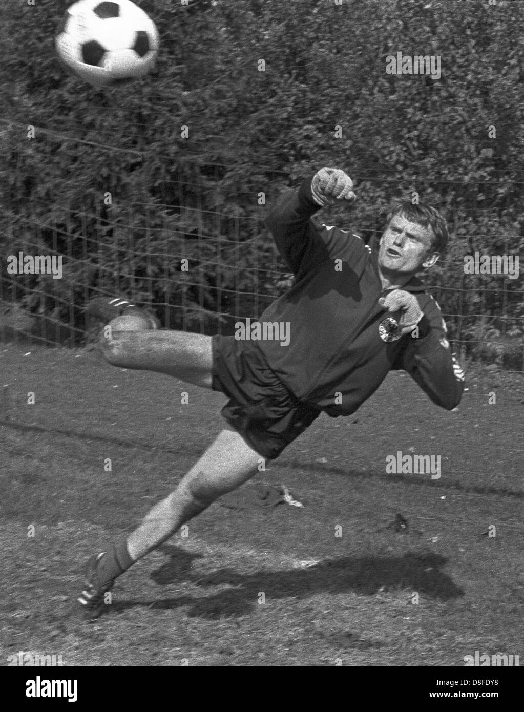 German national goalie Sepp maier in action at the training camp