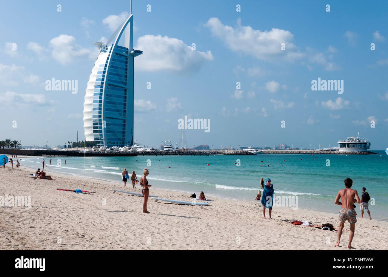 Beach at only 7 star hotel called the burj al arab in for Dubai hotel 7 stars