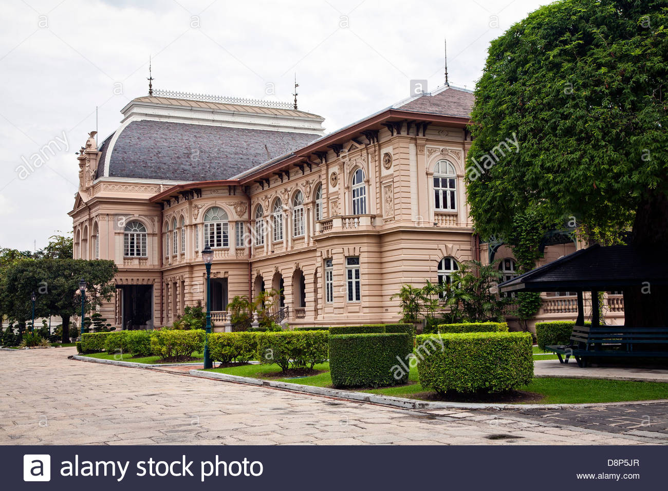 the borom phiman mansion now used as a guest house for visiting heads stock photo royalty free. Black Bedroom Furniture Sets. Home Design Ideas