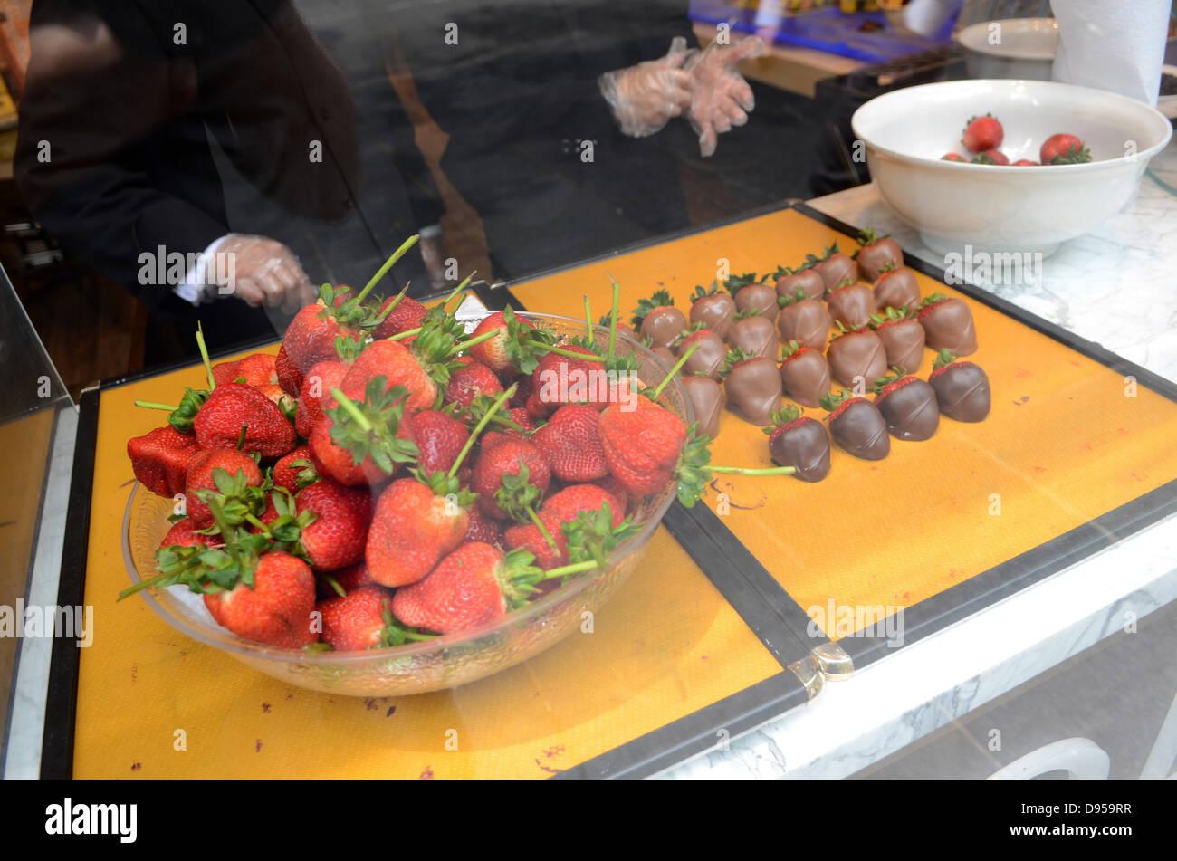 Chocolate strawberries at Godiva store, 5th Avenue, Manhattan, New ...