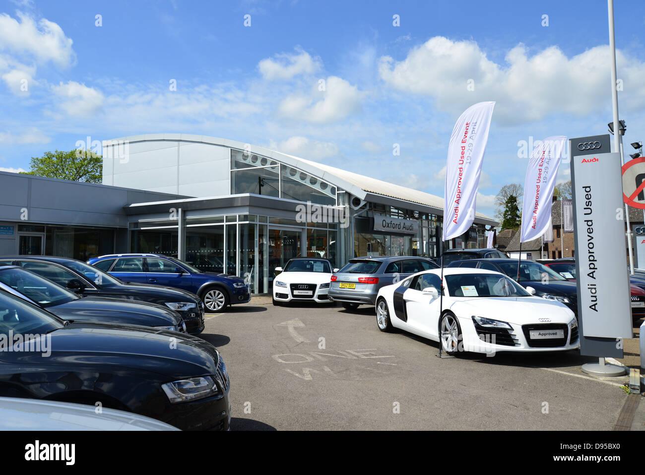 Oxford Audi Car Dealer Oxford Road Kidlington Oxfordshire Stock - Audi car showroom