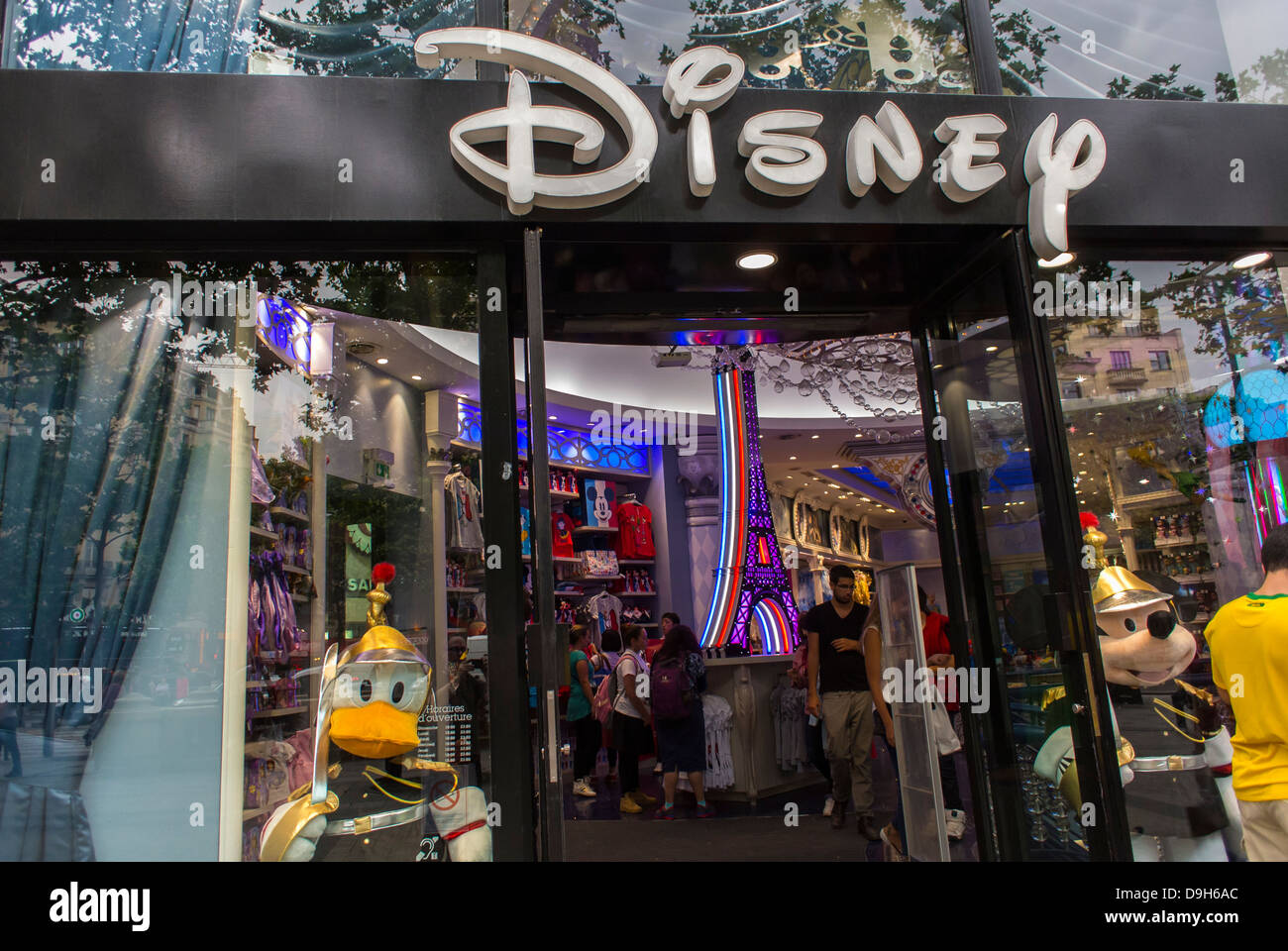 paris france shop front at the disney store on the avenue stock photo royalty free image. Black Bedroom Furniture Sets. Home Design Ideas