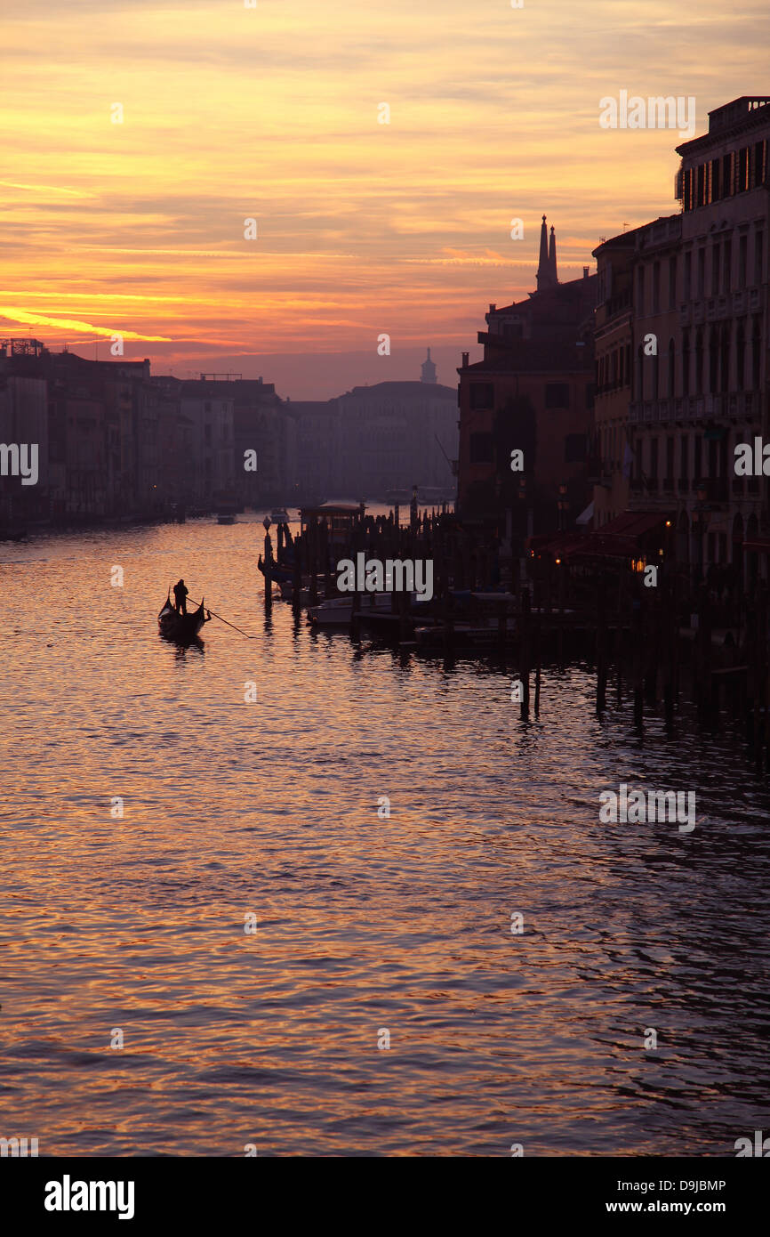 gondoliers-on-the-grand-canal-evening-ti