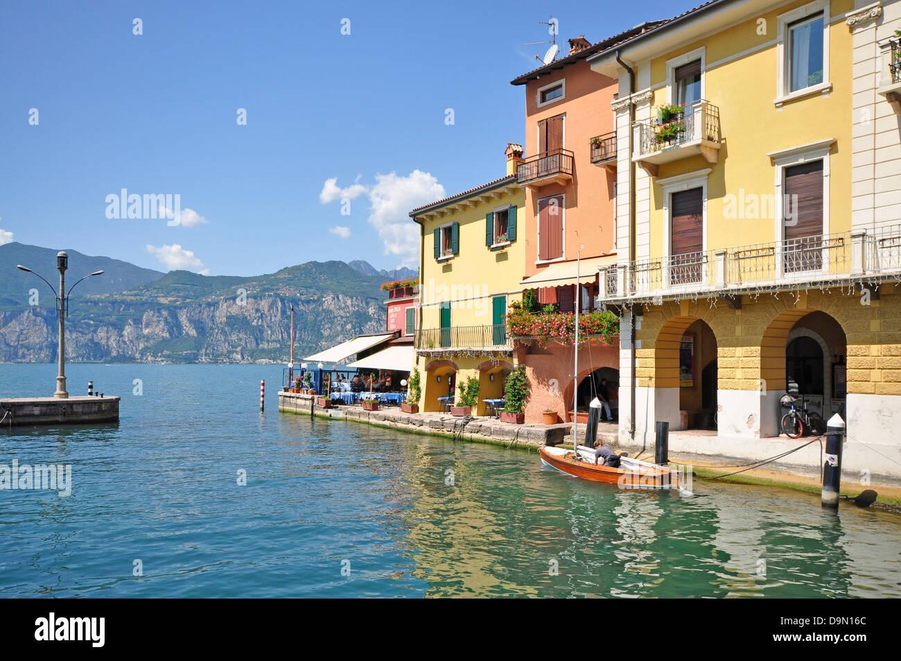 Image gallery la garda italy boats for Lake house in italian