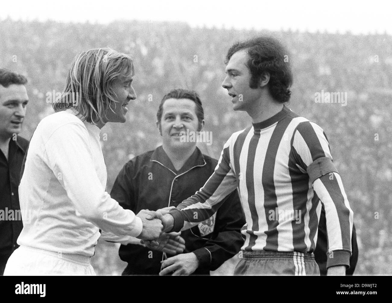 Franz Beckenbauer from FC Bayern Munich r and Günter Netzer from