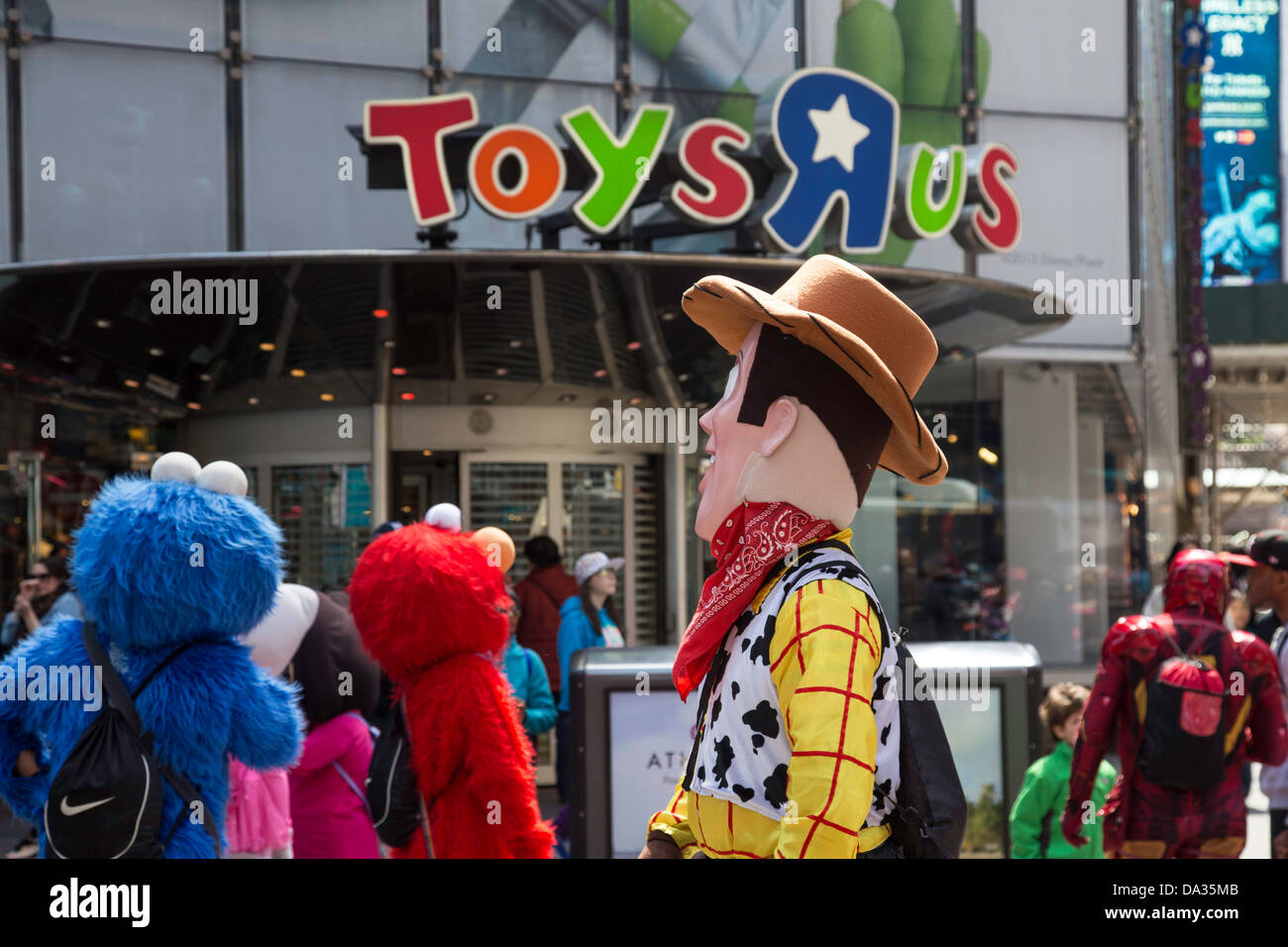 Toys R Us Cartoon Characters : Cartoon characters in front of toys r us times square