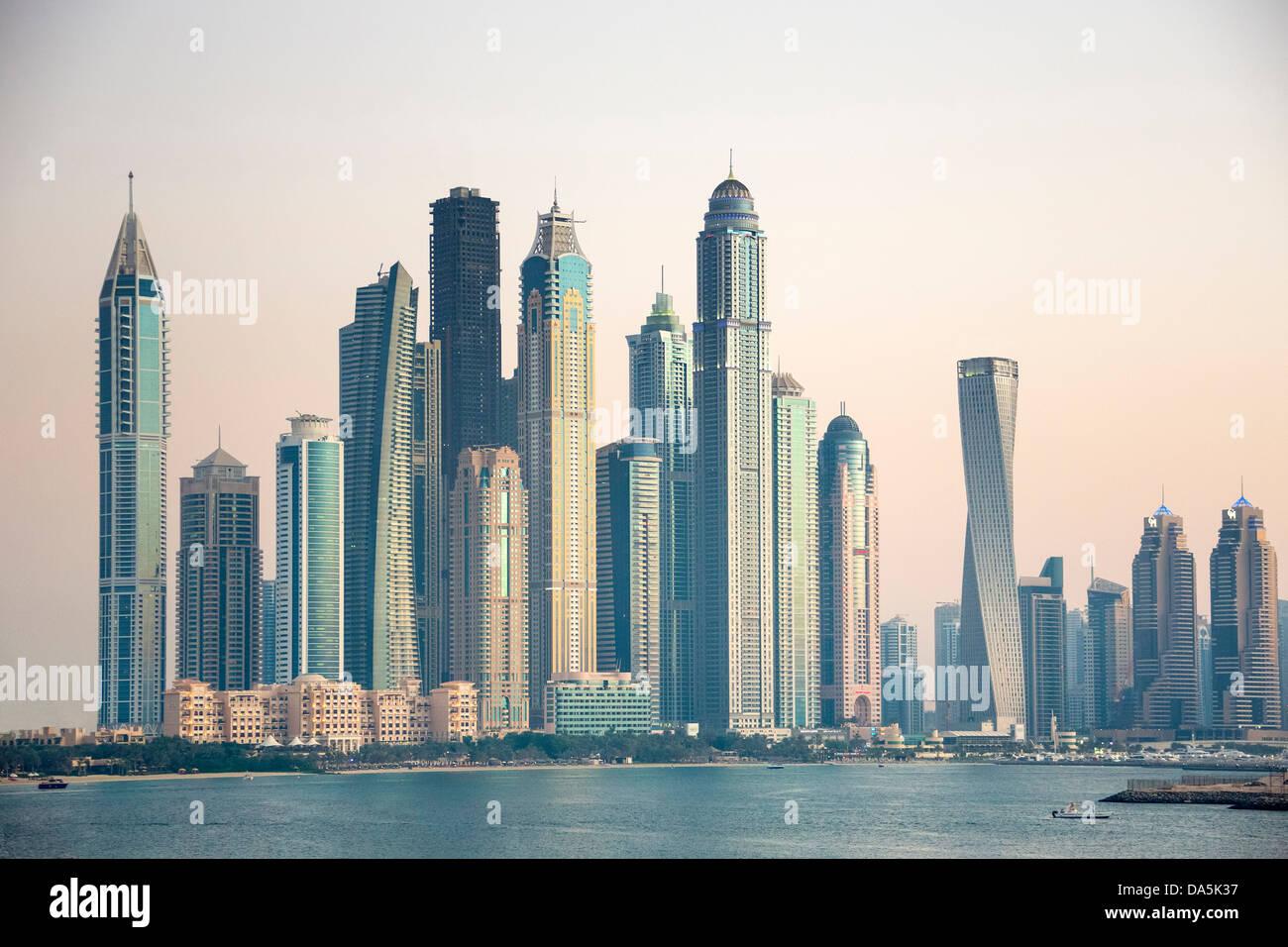 United arab emirates uae dubai city dubai marina for Dubai architecture moderne