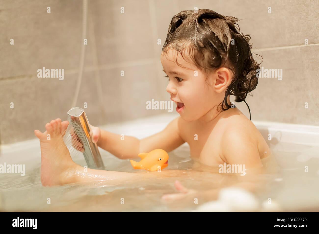 cute-babes-having-bath
