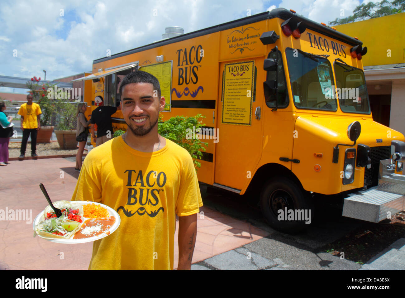 florida-saint-st-petersburg-taco-bus-authentic-mexican-food-truck-DA8E6X.jpg (1300×956)