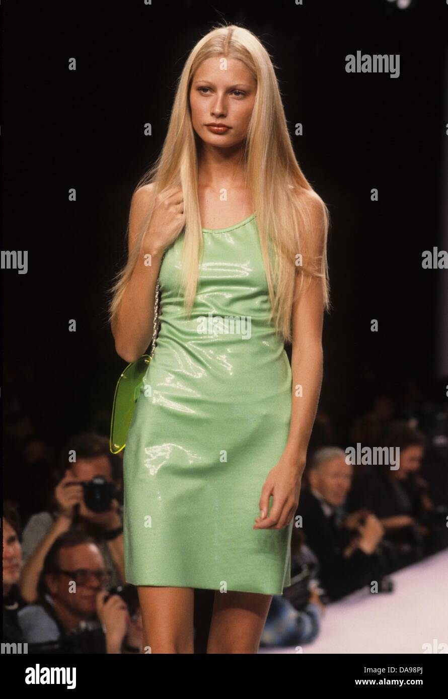 kirsty humeanna sui spring 1996 fashion show in 1995