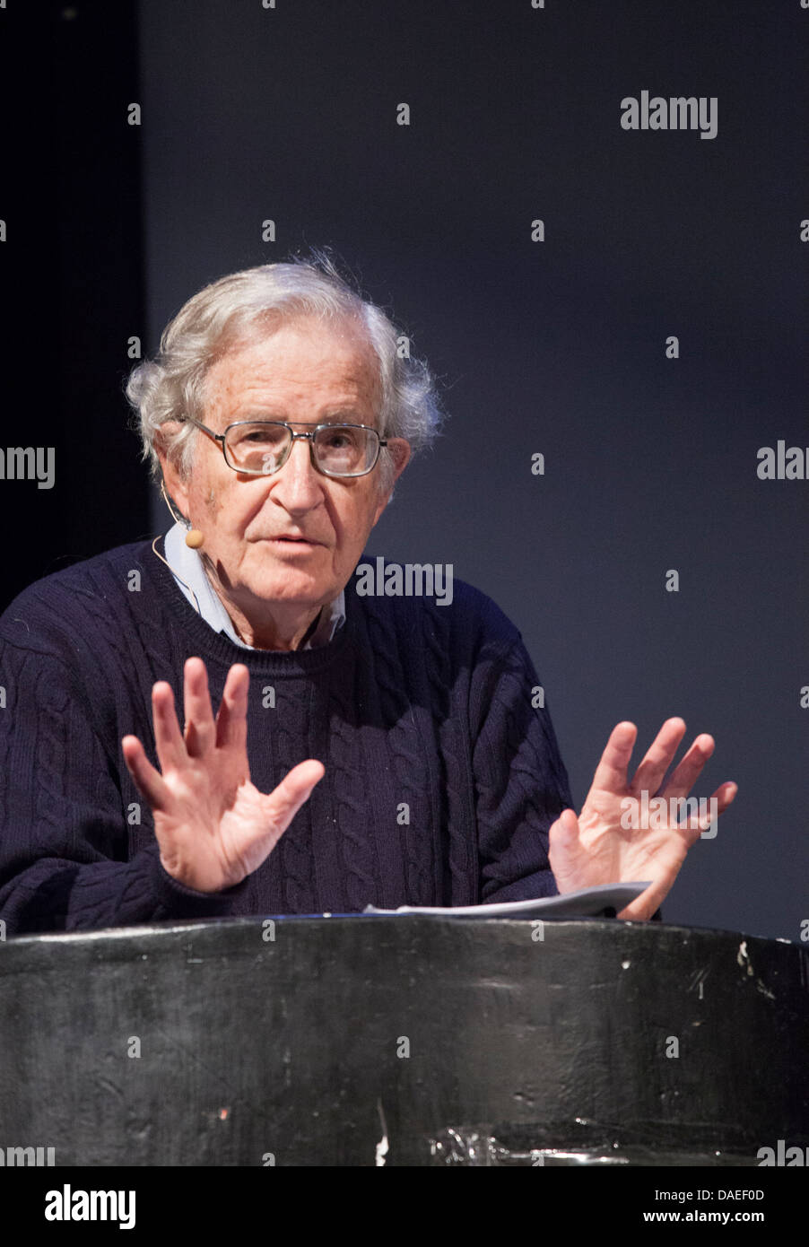 noam chomsky stock photos noam chomsky stock images alamy american intellectual noam chomsky stock image
