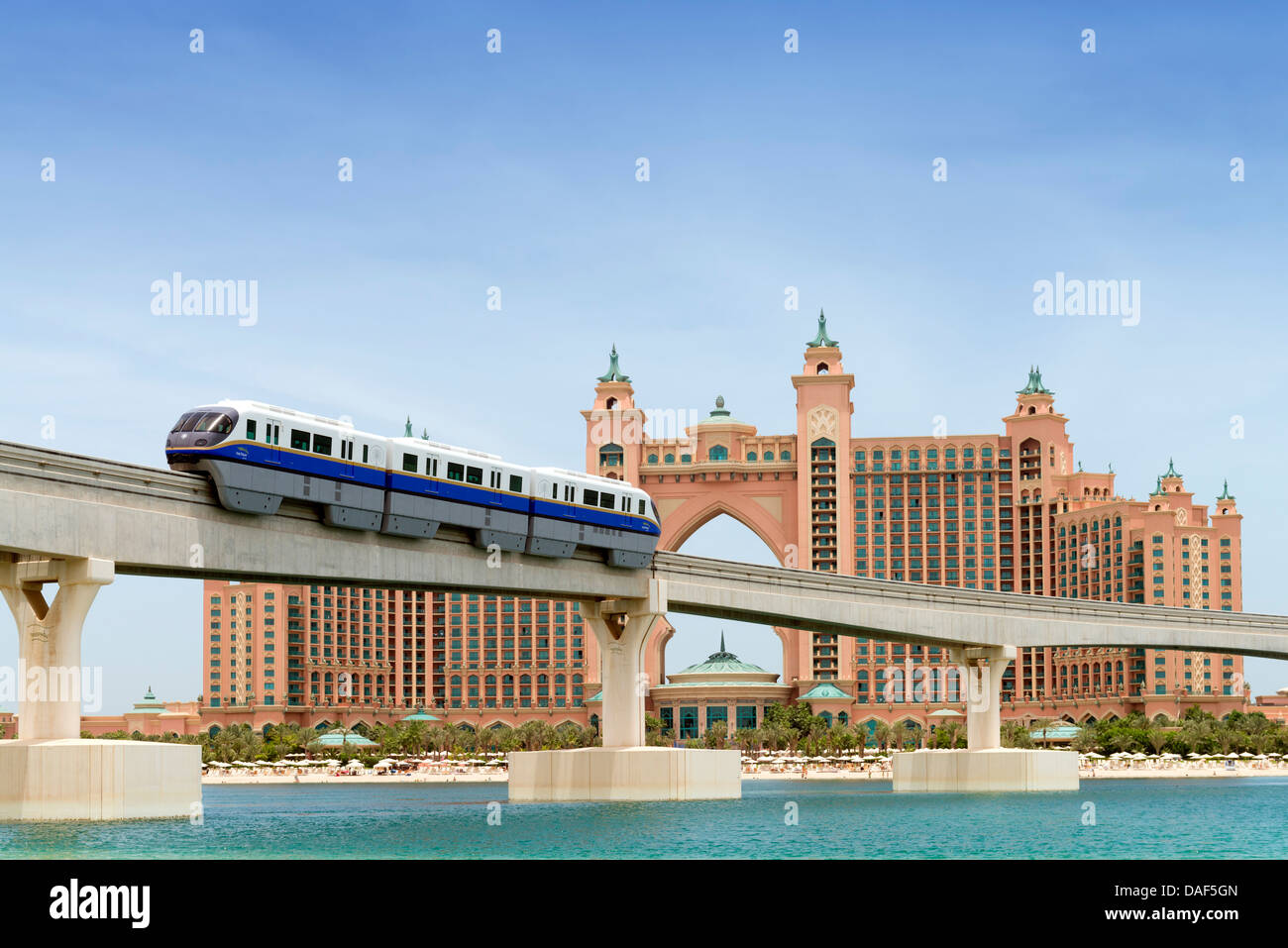 Monorail train approaching the palm atlantis luxury hotel for Best hotels dubai palm