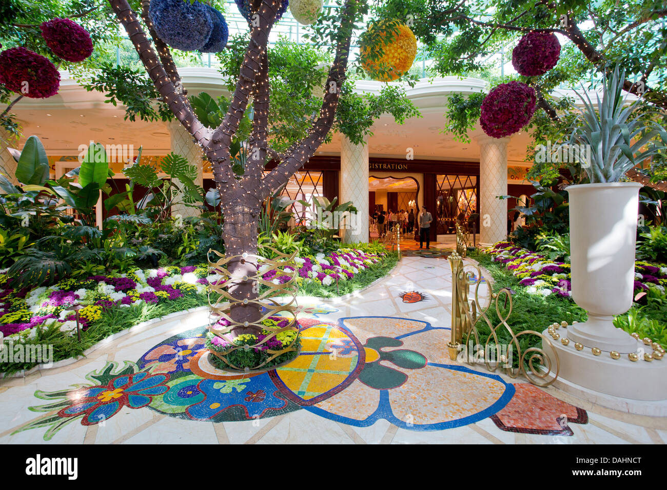The internal garden of the wynn and encore hotels and for Garden design las vegas