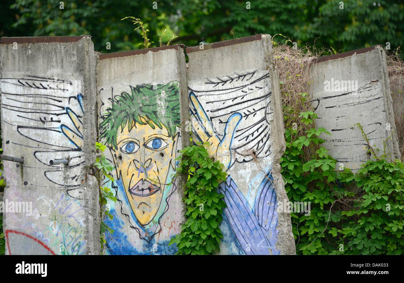 Grafiti wall berlin - Graffiti Wall Remains With Ivy Berlin Wall Memorial Bernauer Strasse