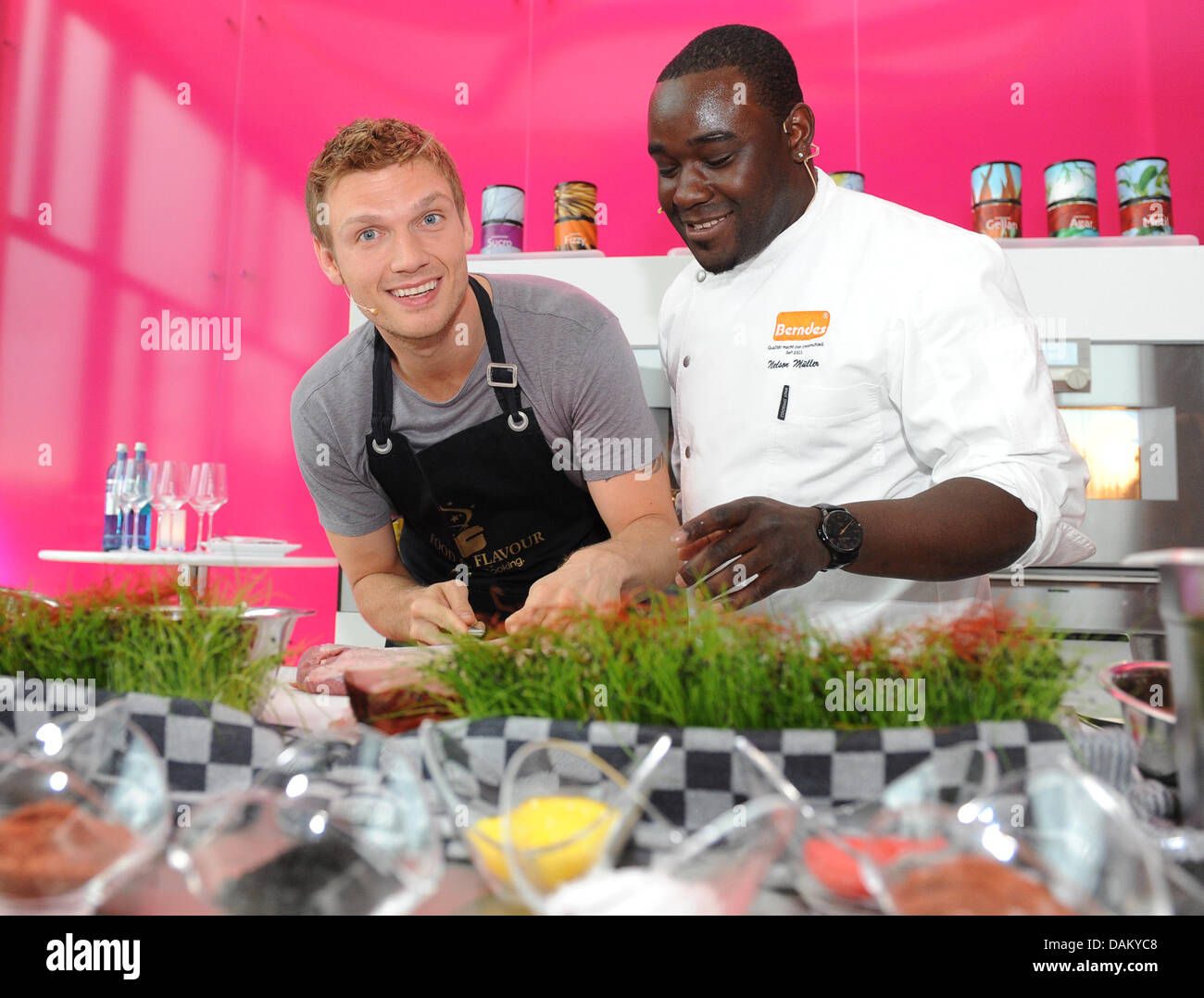 us singer and actor nick carter cooks with chef nelson. Black Bedroom Furniture Sets. Home Design Ideas