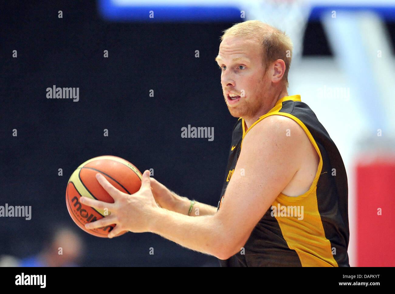 German basketball player Chris Kaman Hamann plays the ball during