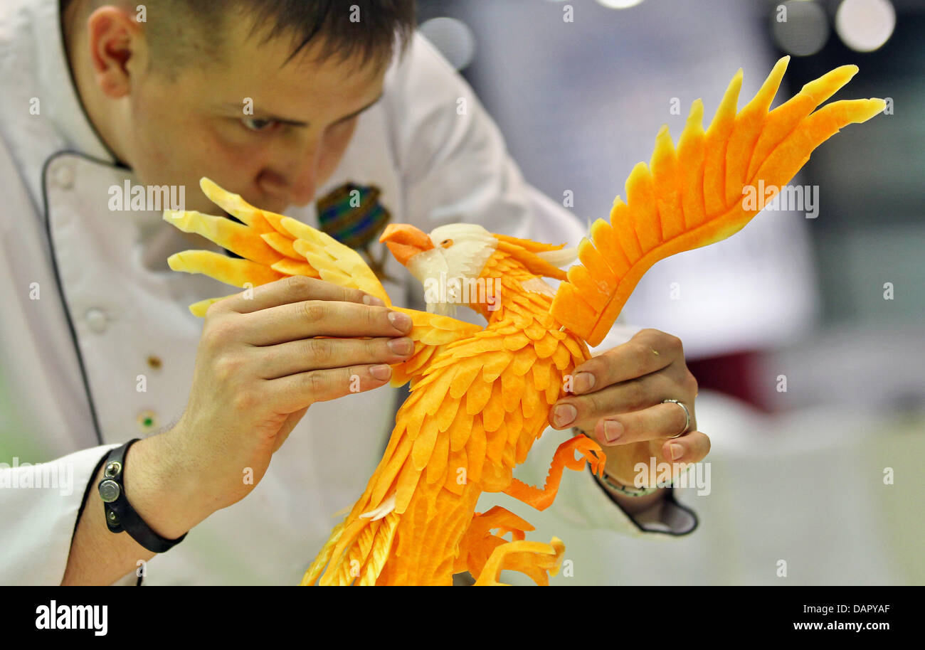Vegetable carving for competition - Stock Photo The Russian Vegetable Carver Vadim Nefedjev Finishes An Eagle At The 1st European Vegetable Carving Competition In Leipzig Germany