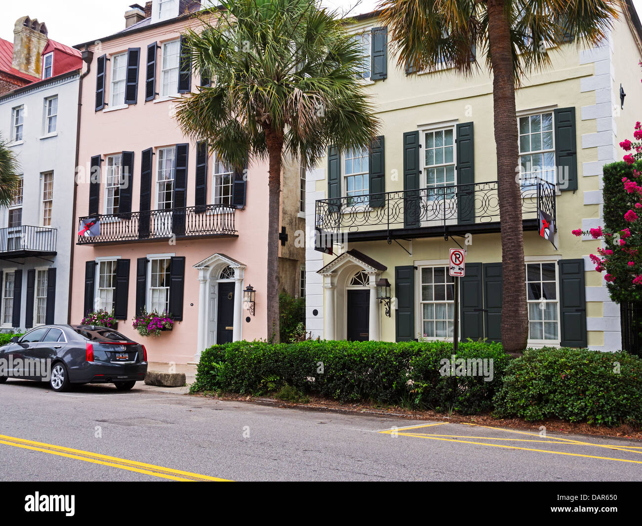 Houses in rainbow row charleston south carolina for Charleston row houses