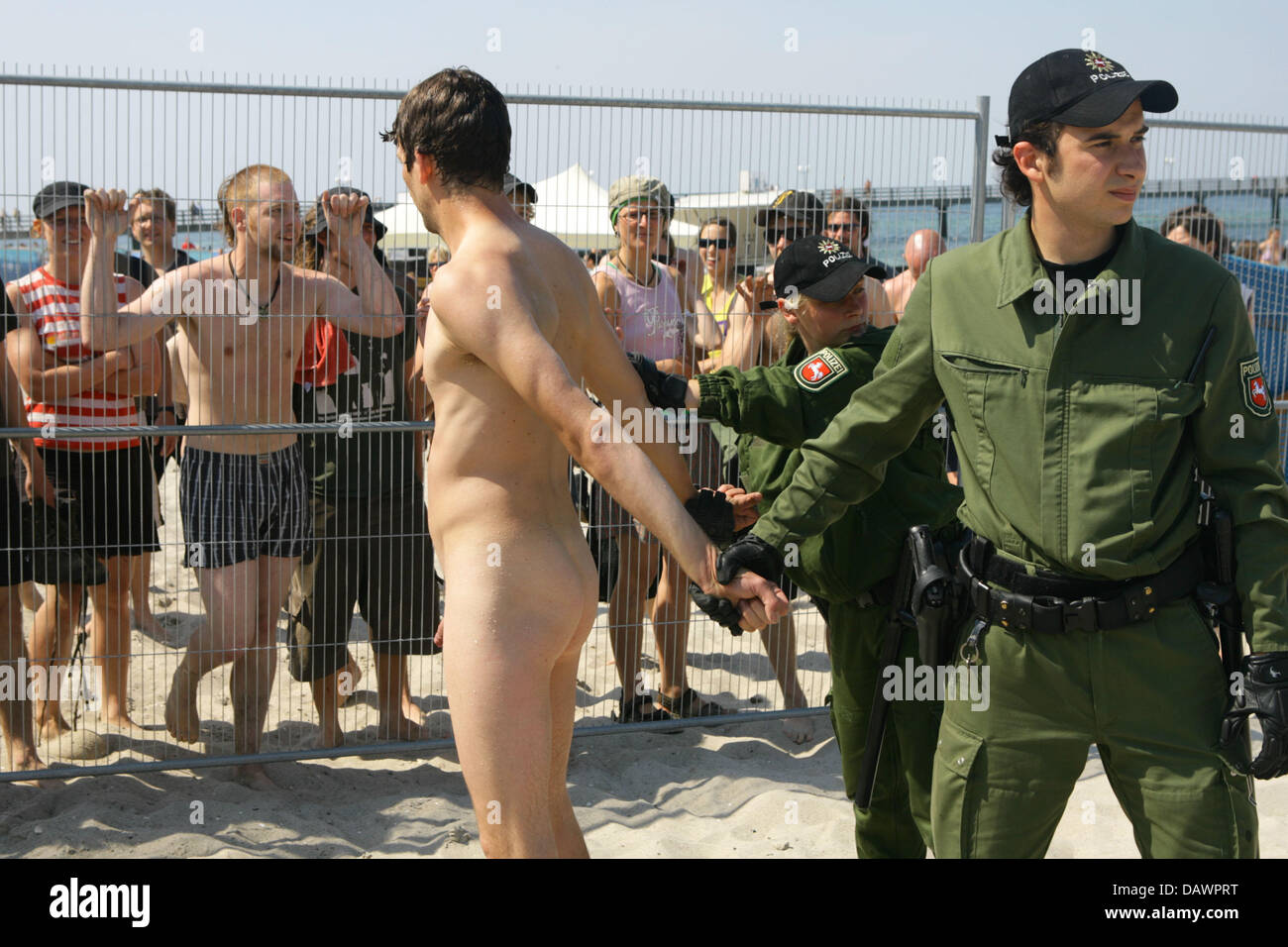 Free naked pictures of police