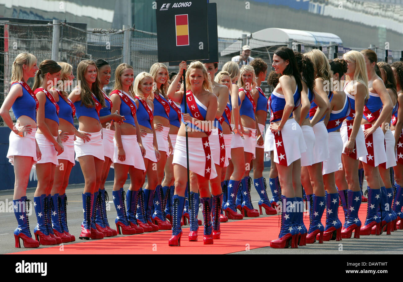 grid-girls-line-up-before-the-start-of-t