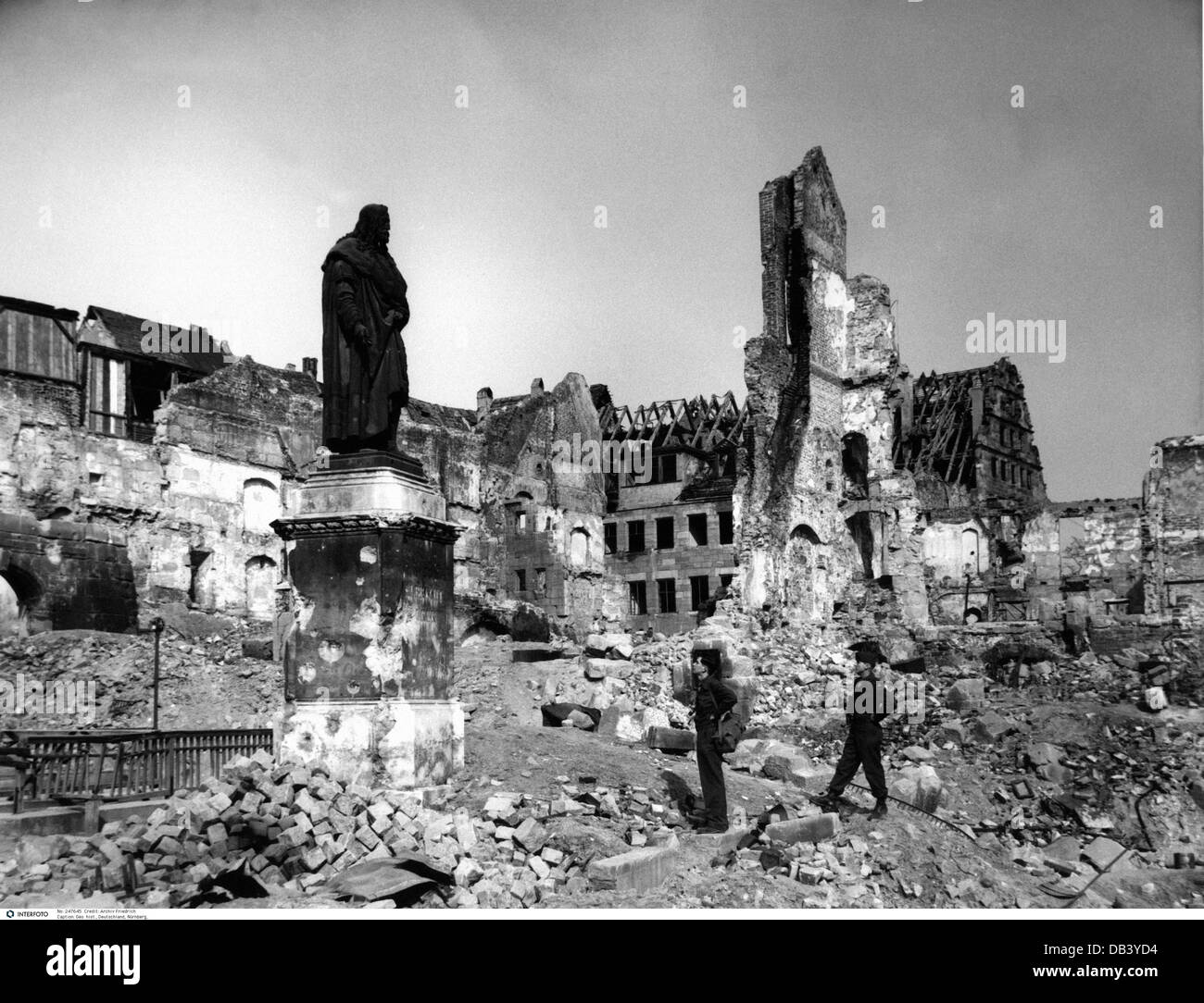 Geography travel germany nuremberg view of the destroyed for Cities destroyed in ww2