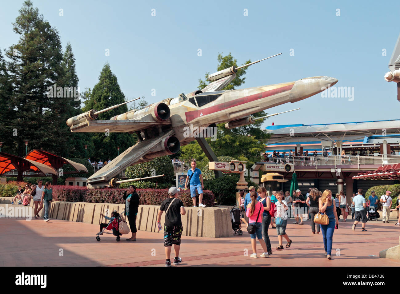 Star Wars X Wing Fighter In Discoveryland Disneyland