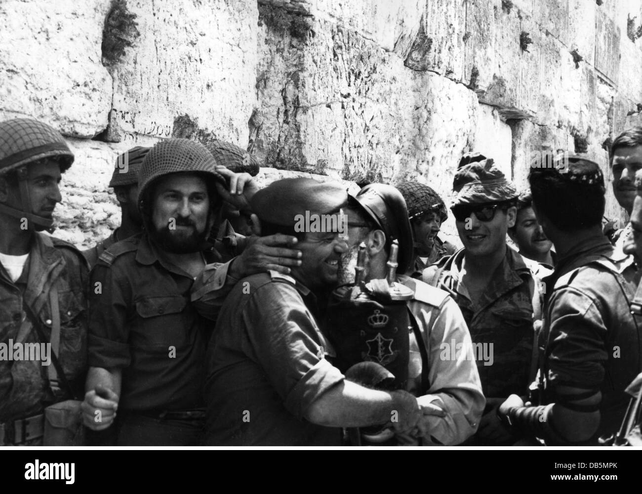 the arab israeli six day war Six-day war: six-day war, brief arab-israeli war that took place june 5–10, 1967, and ended in a decisive victory for israel.
