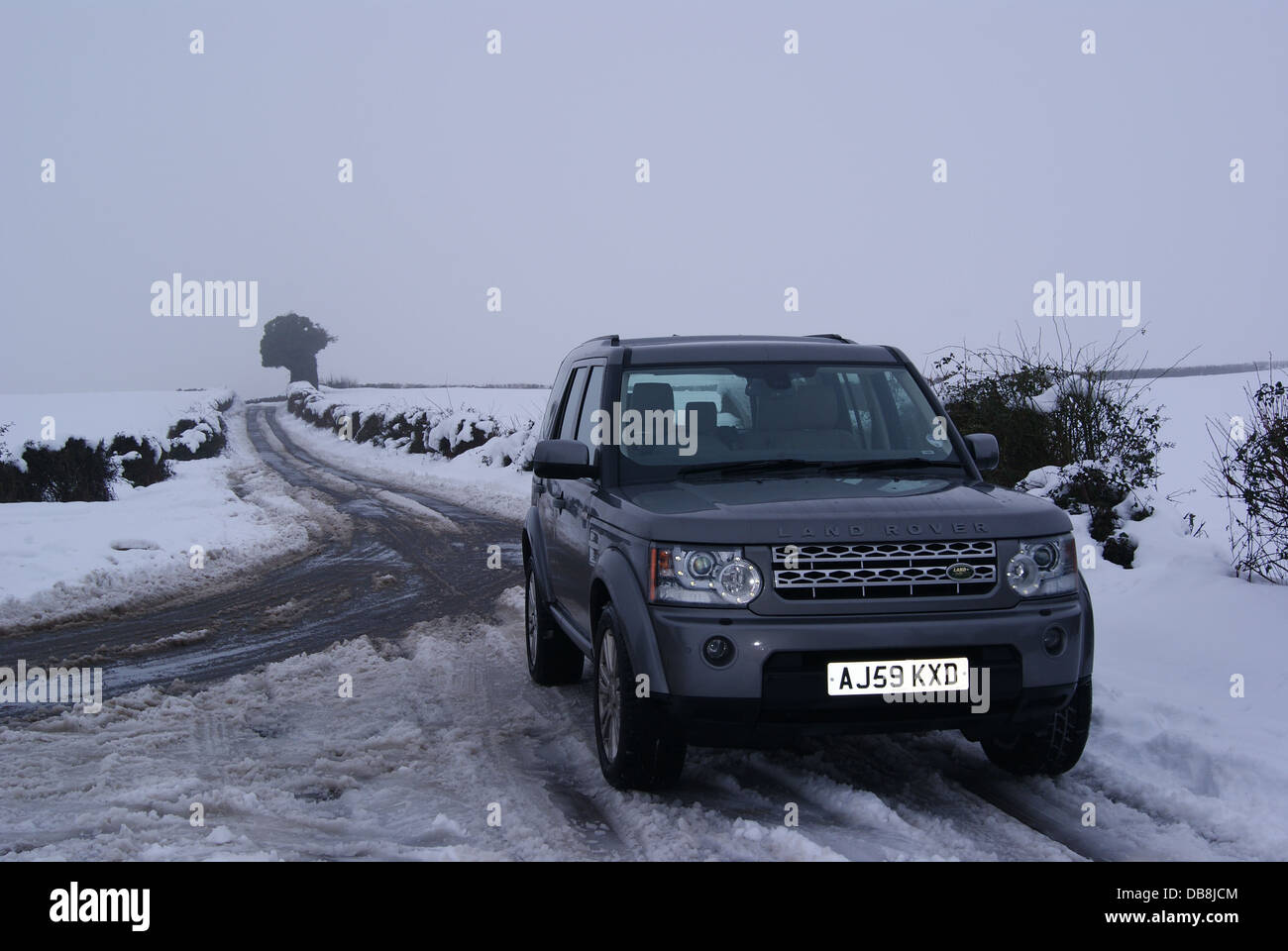 Land rover discovery 4 in the snow stock image