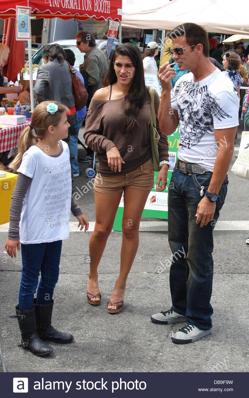 lorenzo lamas shares a food sample with daughter isabella