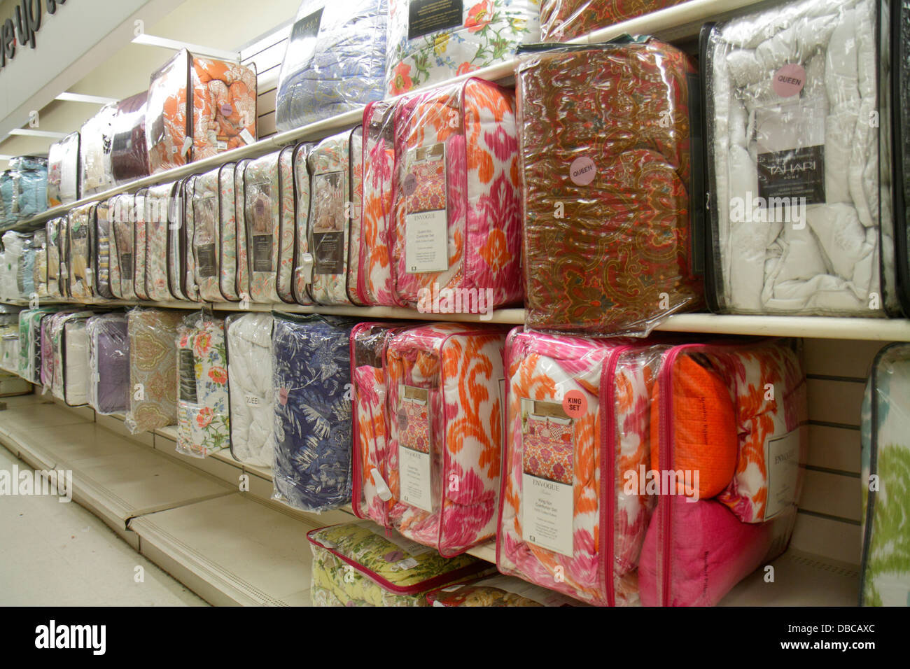Miami Florida Aventura Marshalls Home Goods discount department store  retail display sale bedding. Miami Florida Aventura Marshalls Home Goods discount department