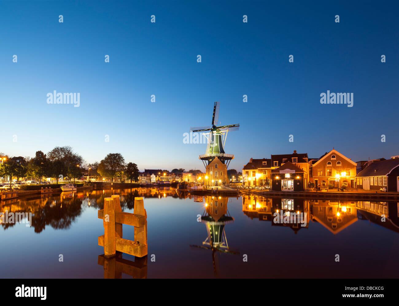 Landmark_windmill_De_Adriaan_in_Haarlem_