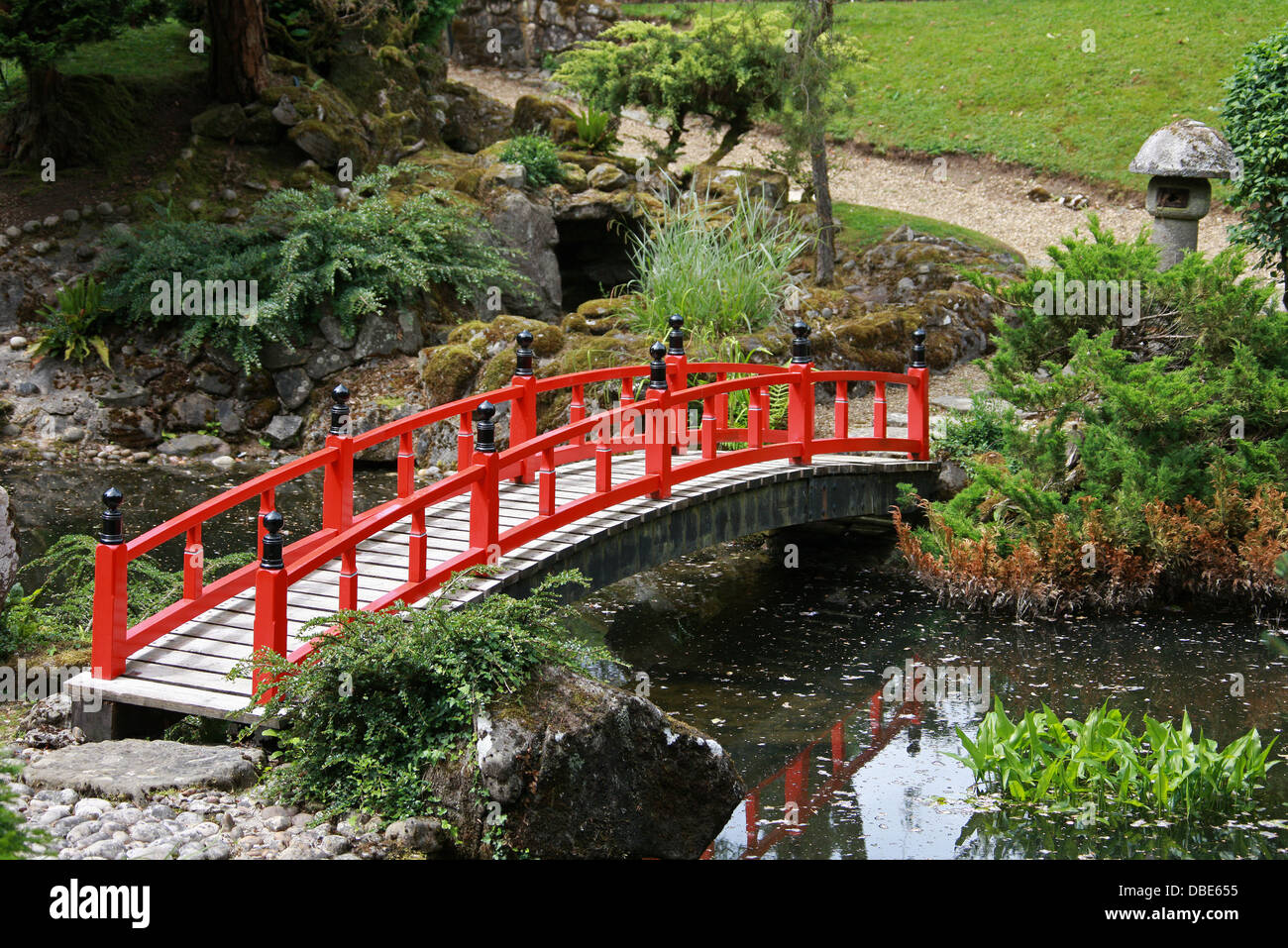red wooden bridges the japanese garden cottered hertfordshire - Red Japanese Garden Bridge