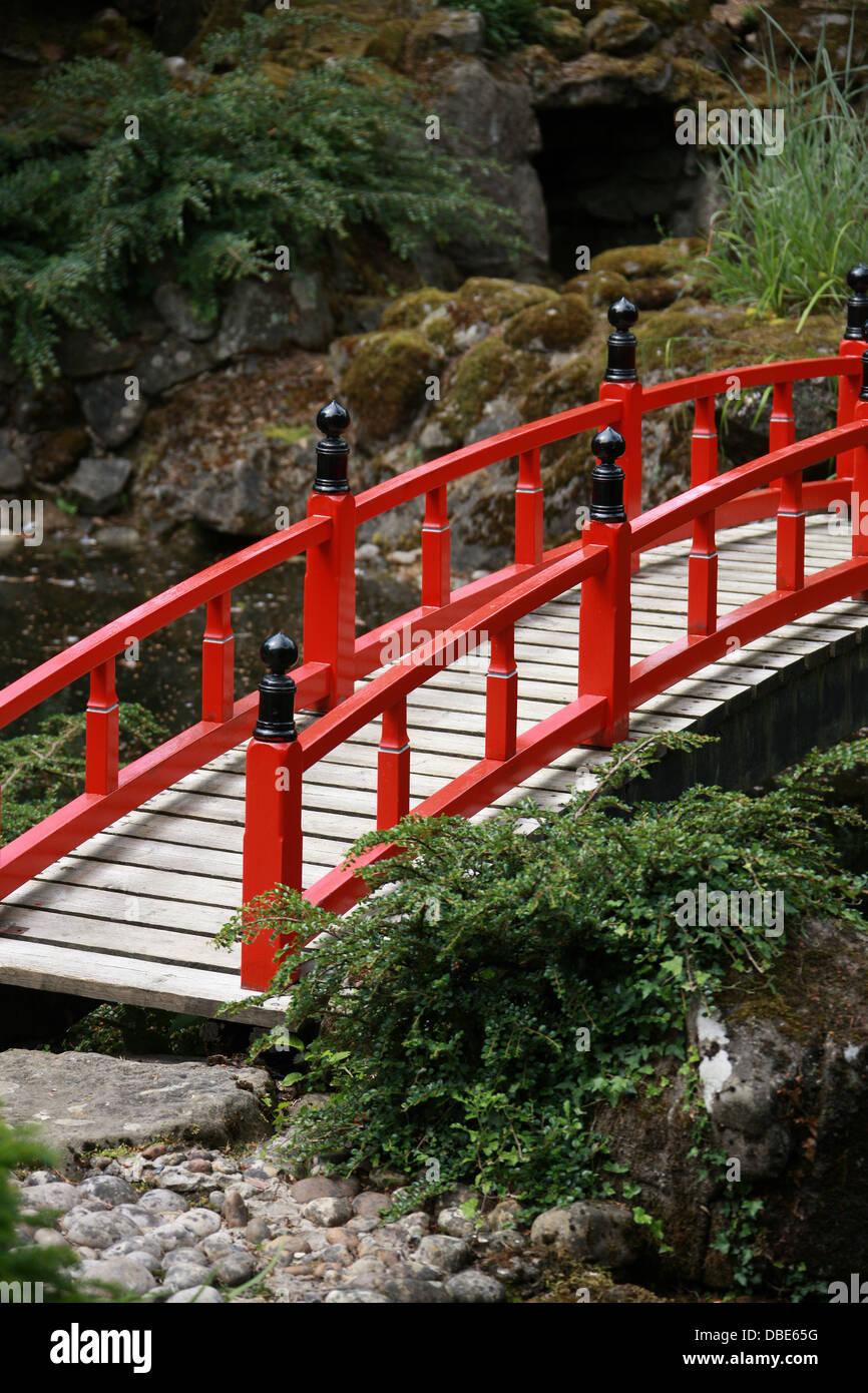 red wooden bridge the japanese garden cottered hertfordshire
