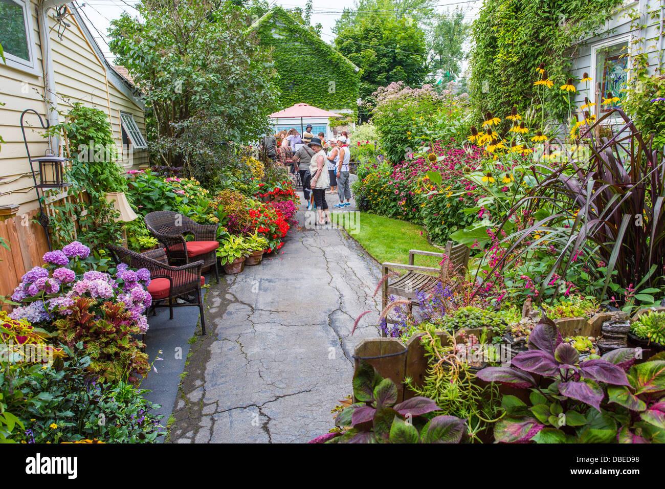 A Garden Walk - Popular Garden 2017