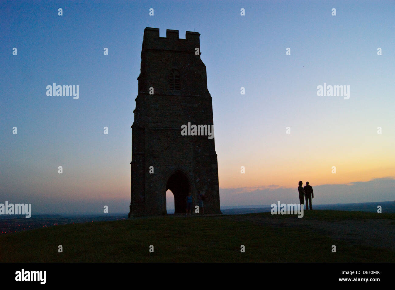 a-couple-by-st-michaels-church-tower-gla