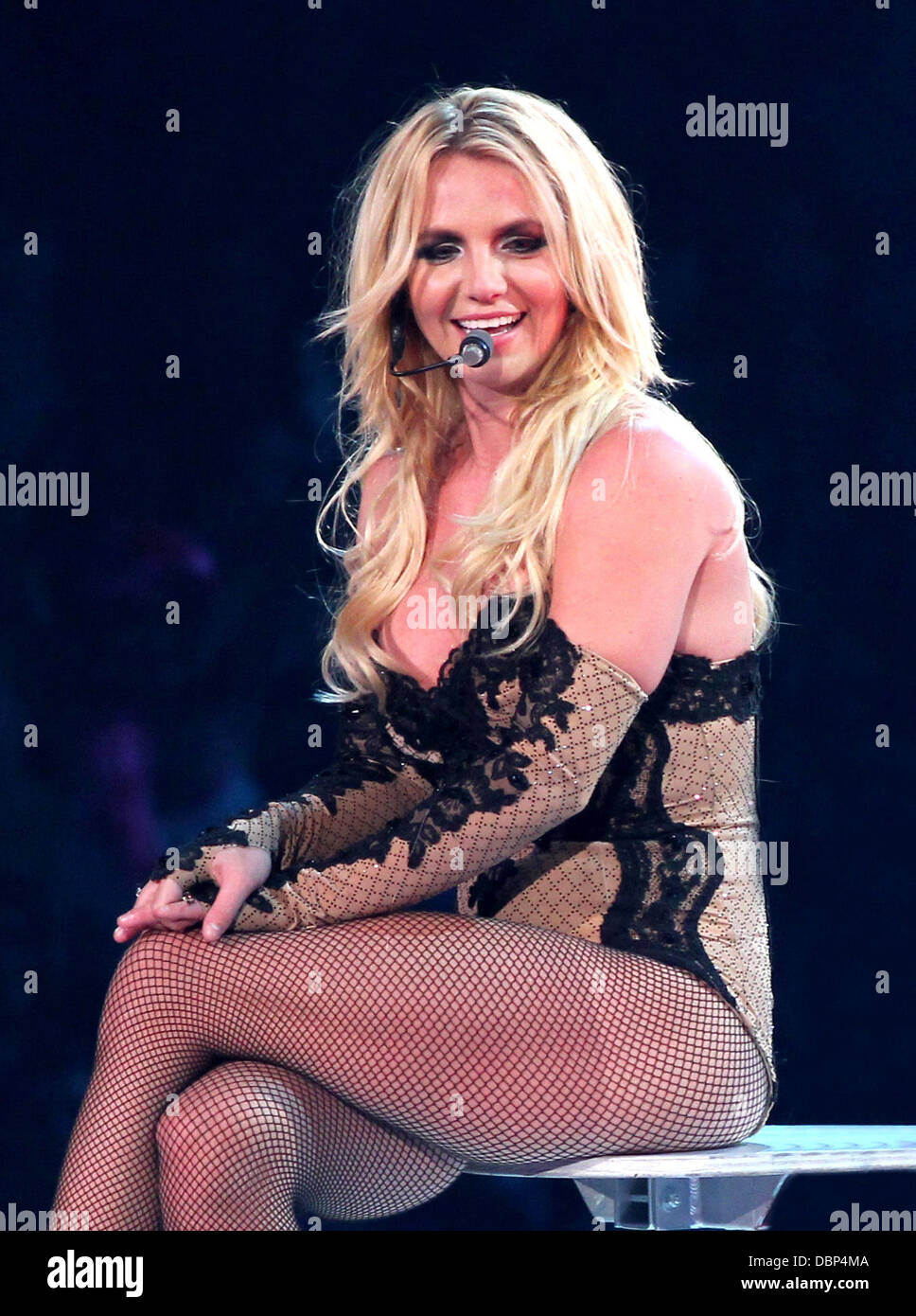 britney-spears-performing-on-her-femme-f