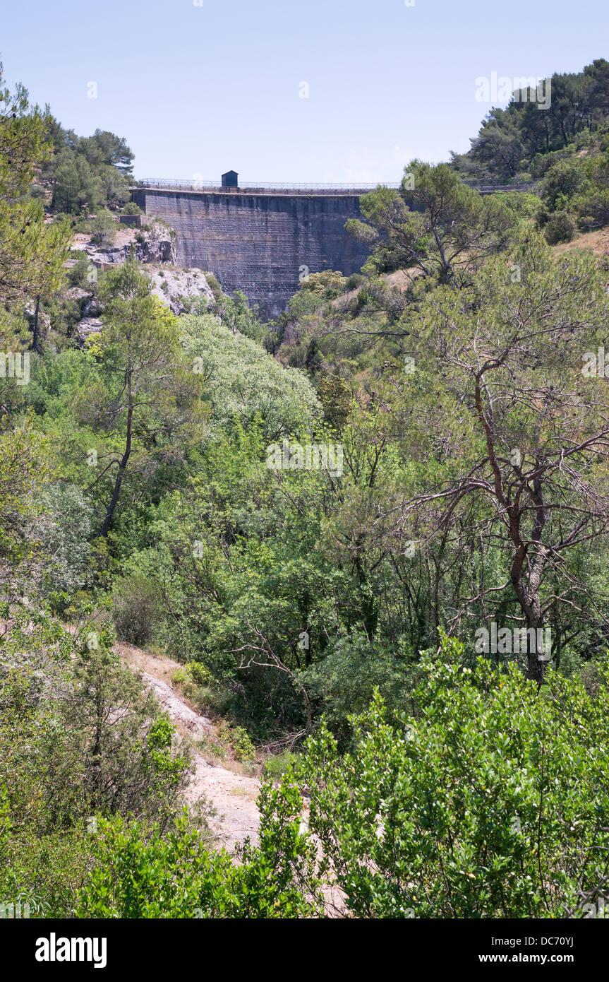 The zola dam at le tholonet near aix en provence france for Aix carrelage le tholonet