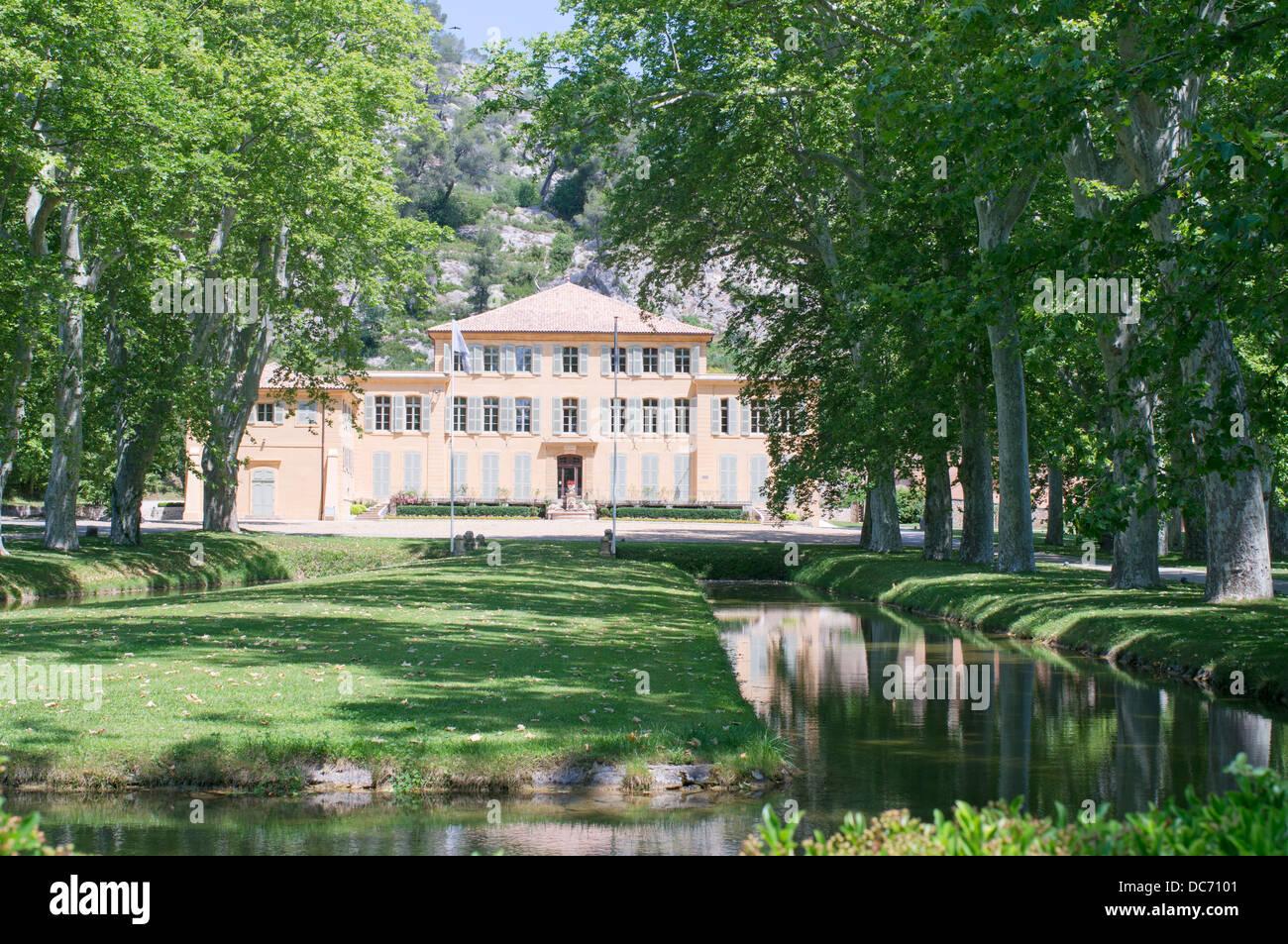 Soci t du canal de provence headquarters at le tholonet for Aix carrelage le tholonet