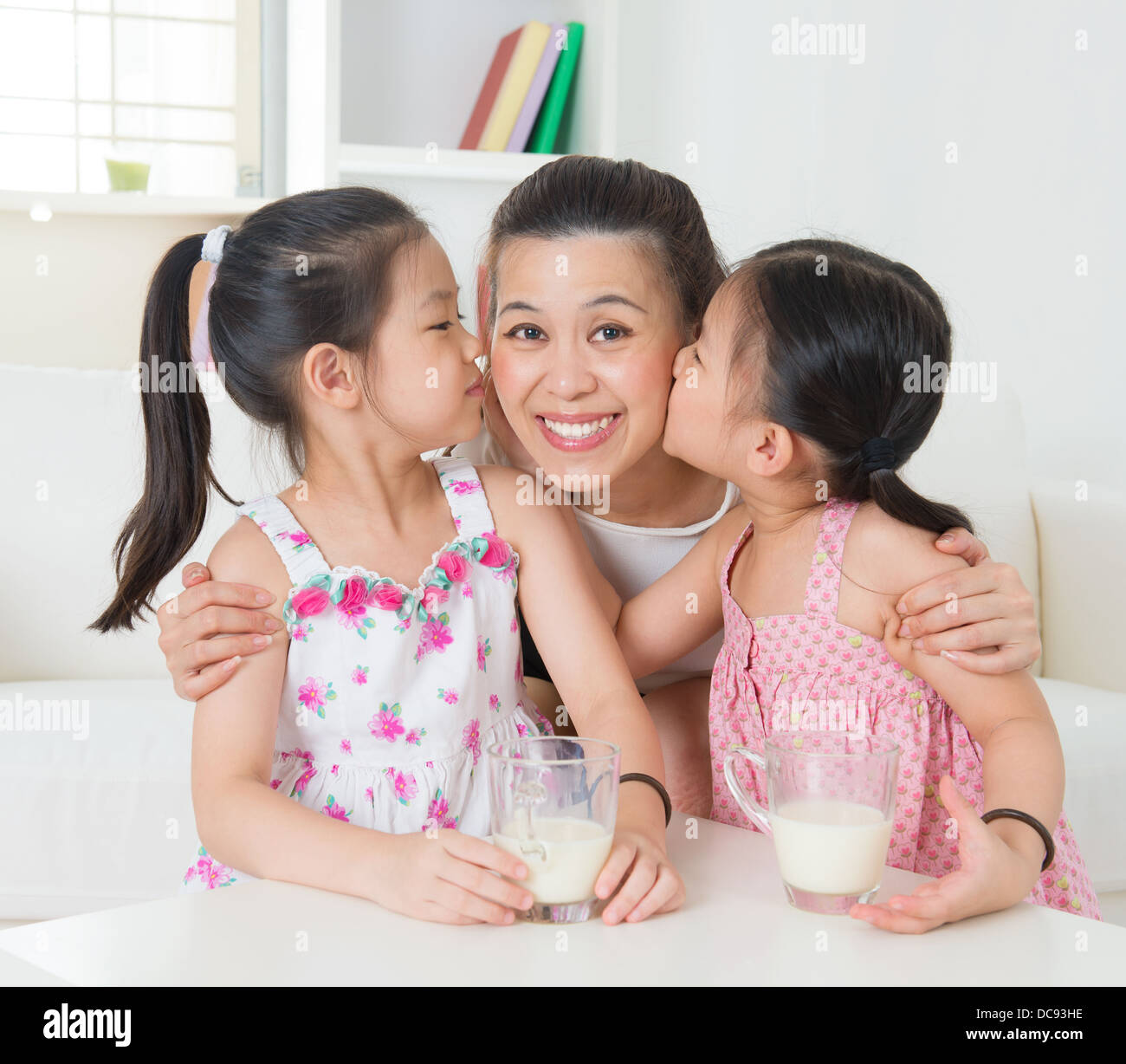 asian mother and daughter kissing - porn pics & moveis