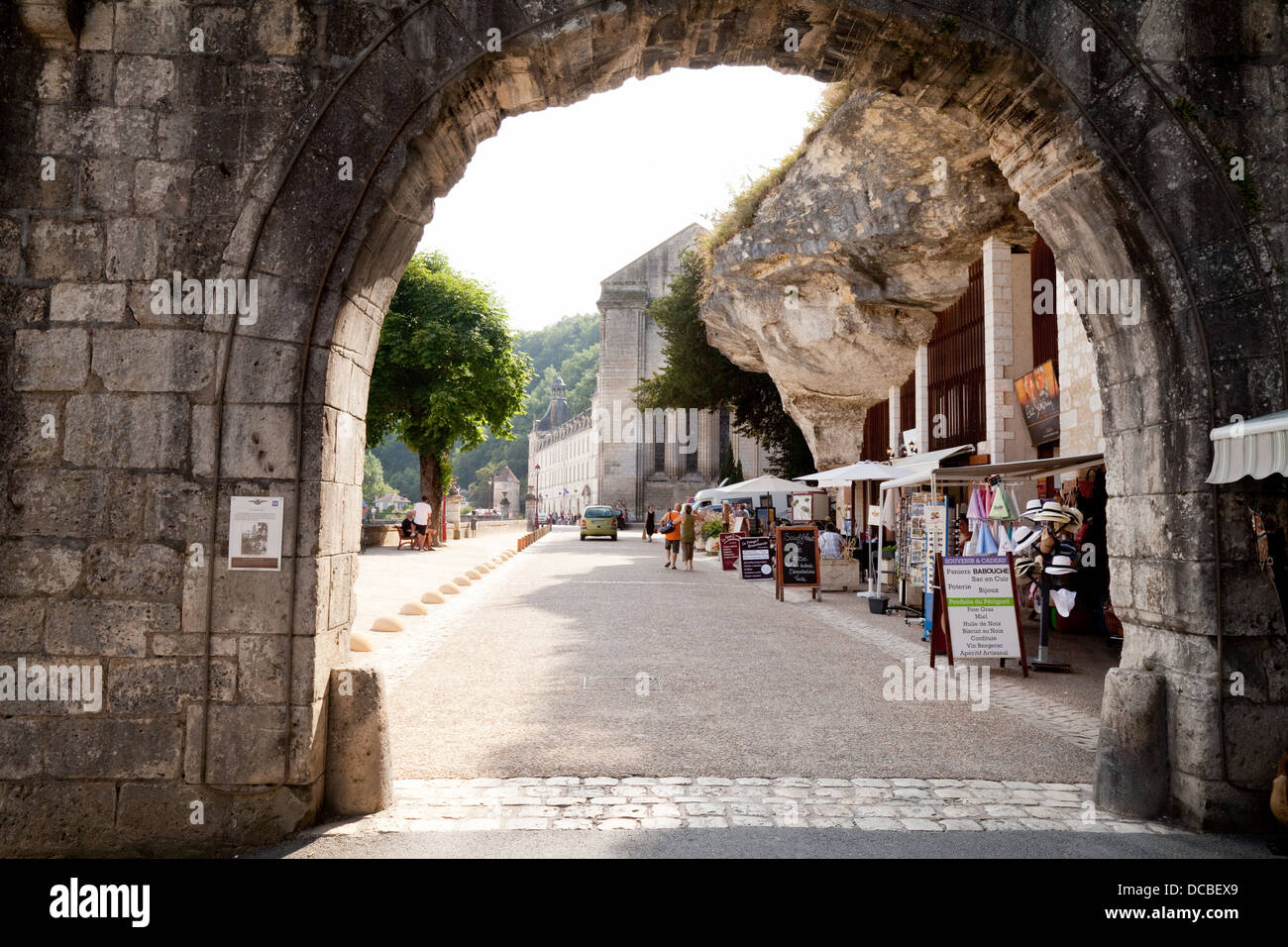 street view through an arch french village of brantome perigord stock photo 59260161 alamy. Black Bedroom Furniture Sets. Home Design Ideas