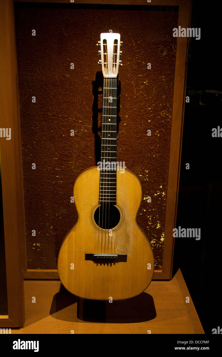 Martin Guitar Owned By Jimmie Rodgers On Display At Country Music - Music museums in usa