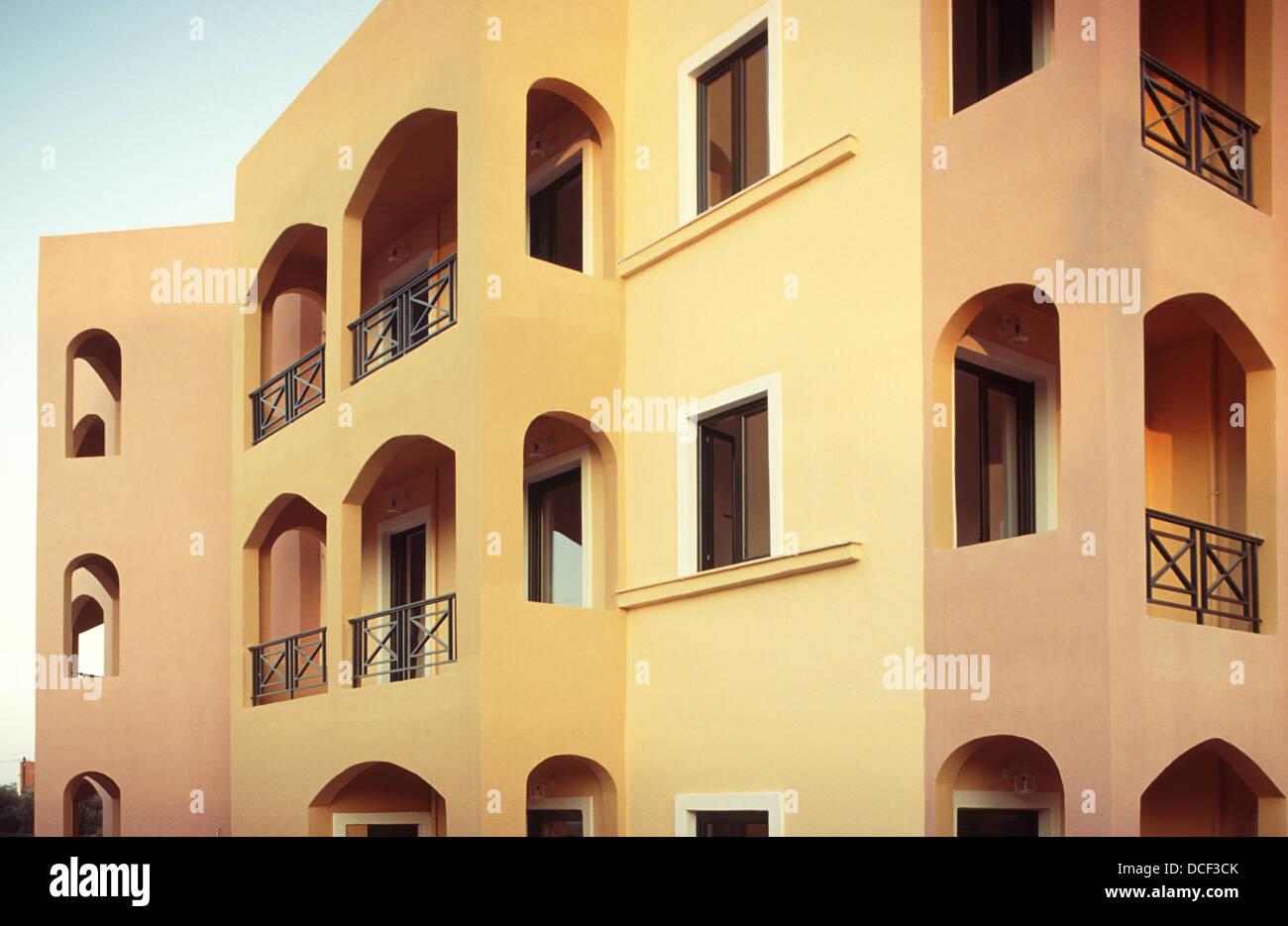 Fassade Gelb fassade in gelb und orange facade in yellow and orange colors stock