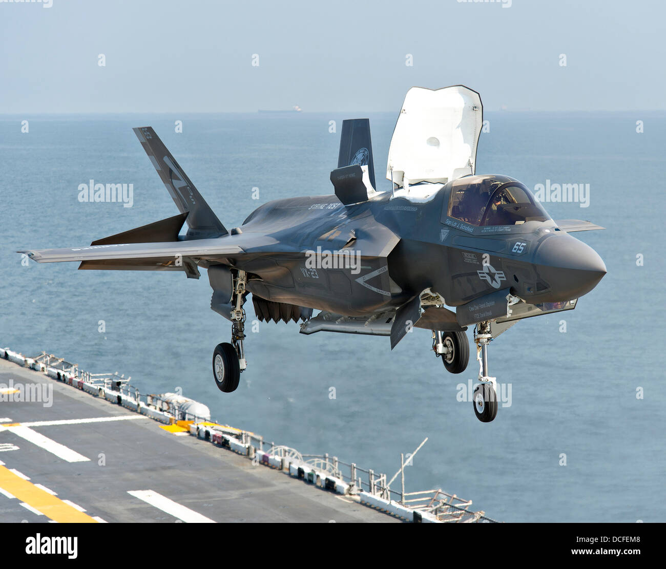 a marine corps f 35b lightning ii stealth fighter aircraft takes off stock photo royalty free. Black Bedroom Furniture Sets. Home Design Ideas