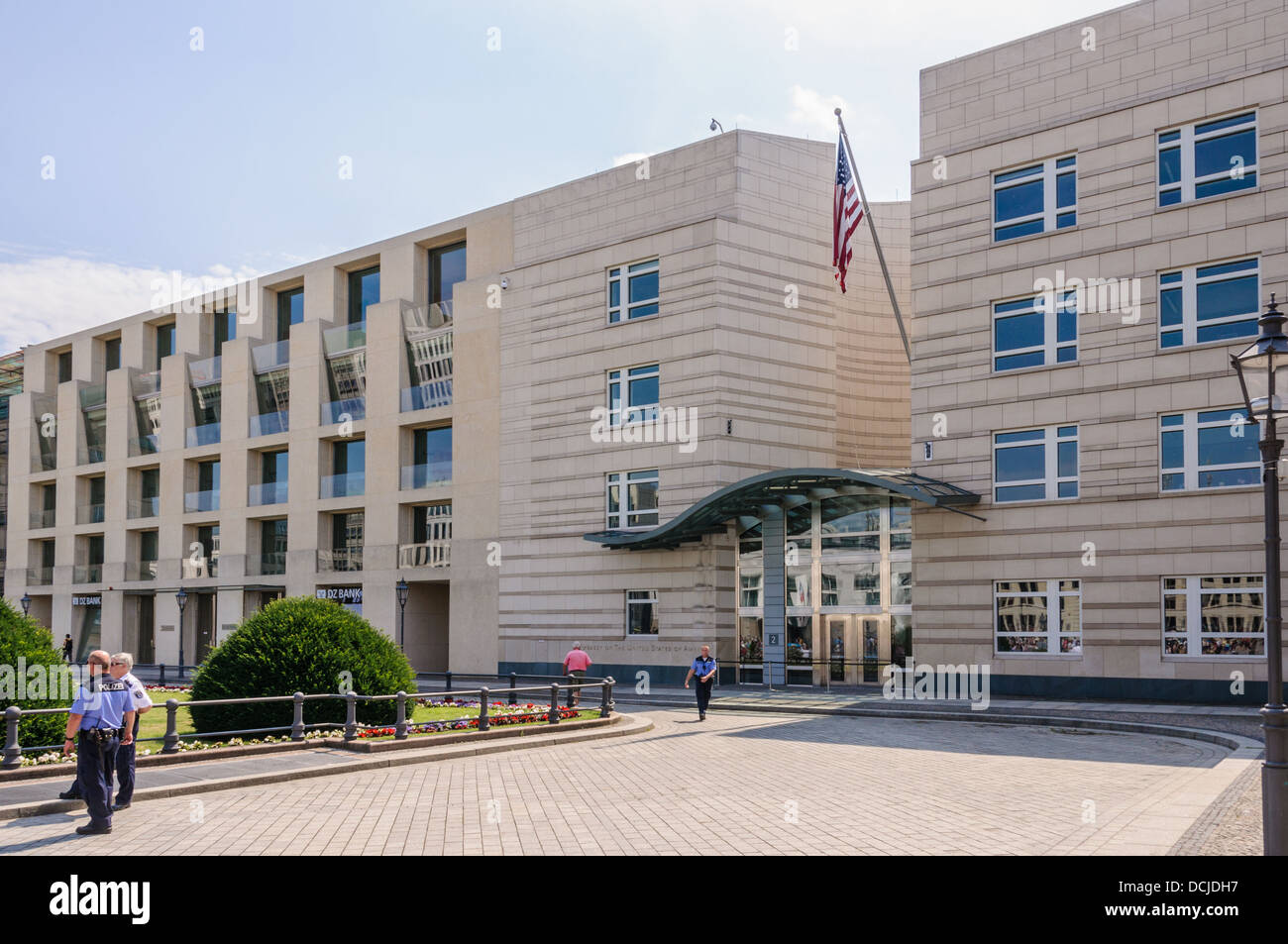 embassy of the united states of america guarded by german. Black Bedroom Furniture Sets. Home Design Ideas