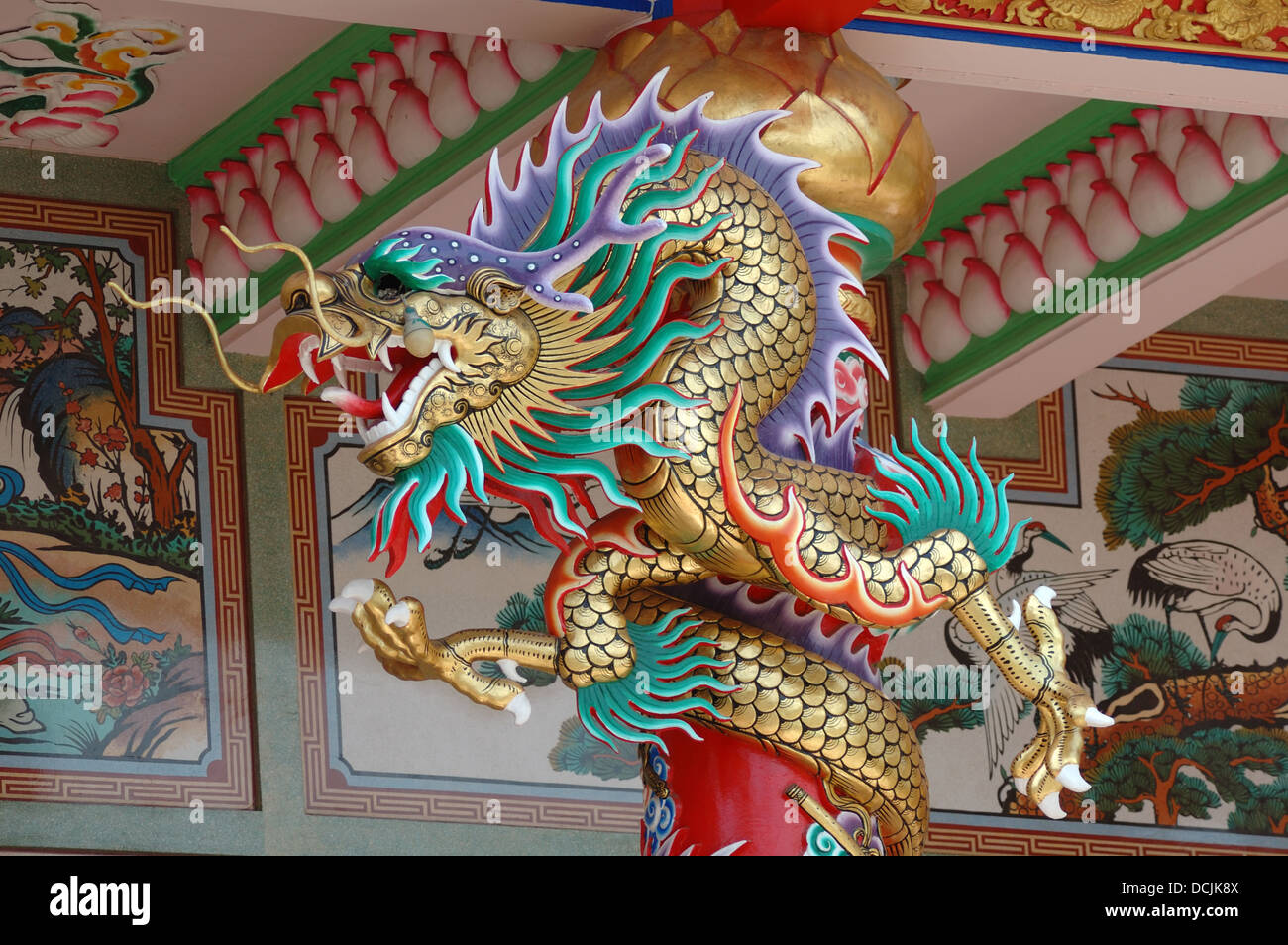 fierce gold dragon pillar bacony ang sila chinese temple or wihan