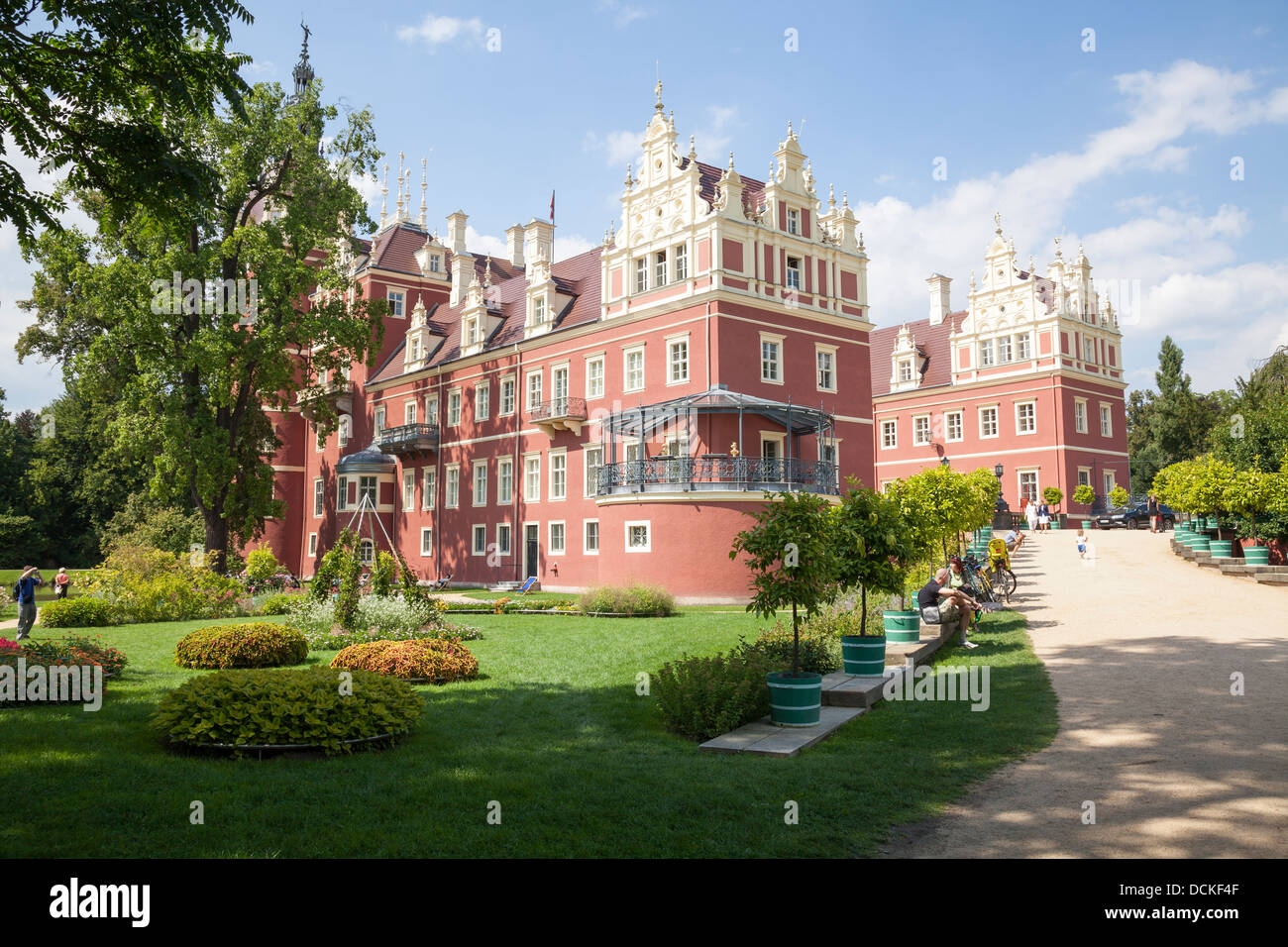 neuen schloss bad muskau in muskauer park fuerst pueckler park stock photo royalty free. Black Bedroom Furniture Sets. Home Design Ideas
