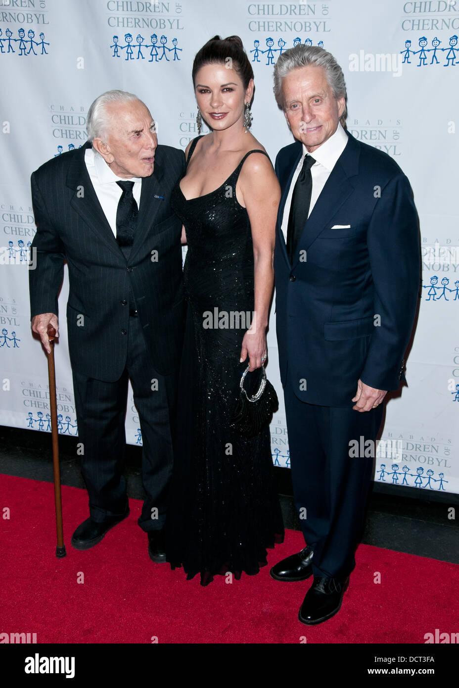 Kirk Douglas, Catherine Zeta Jones, Michael Douglas ...